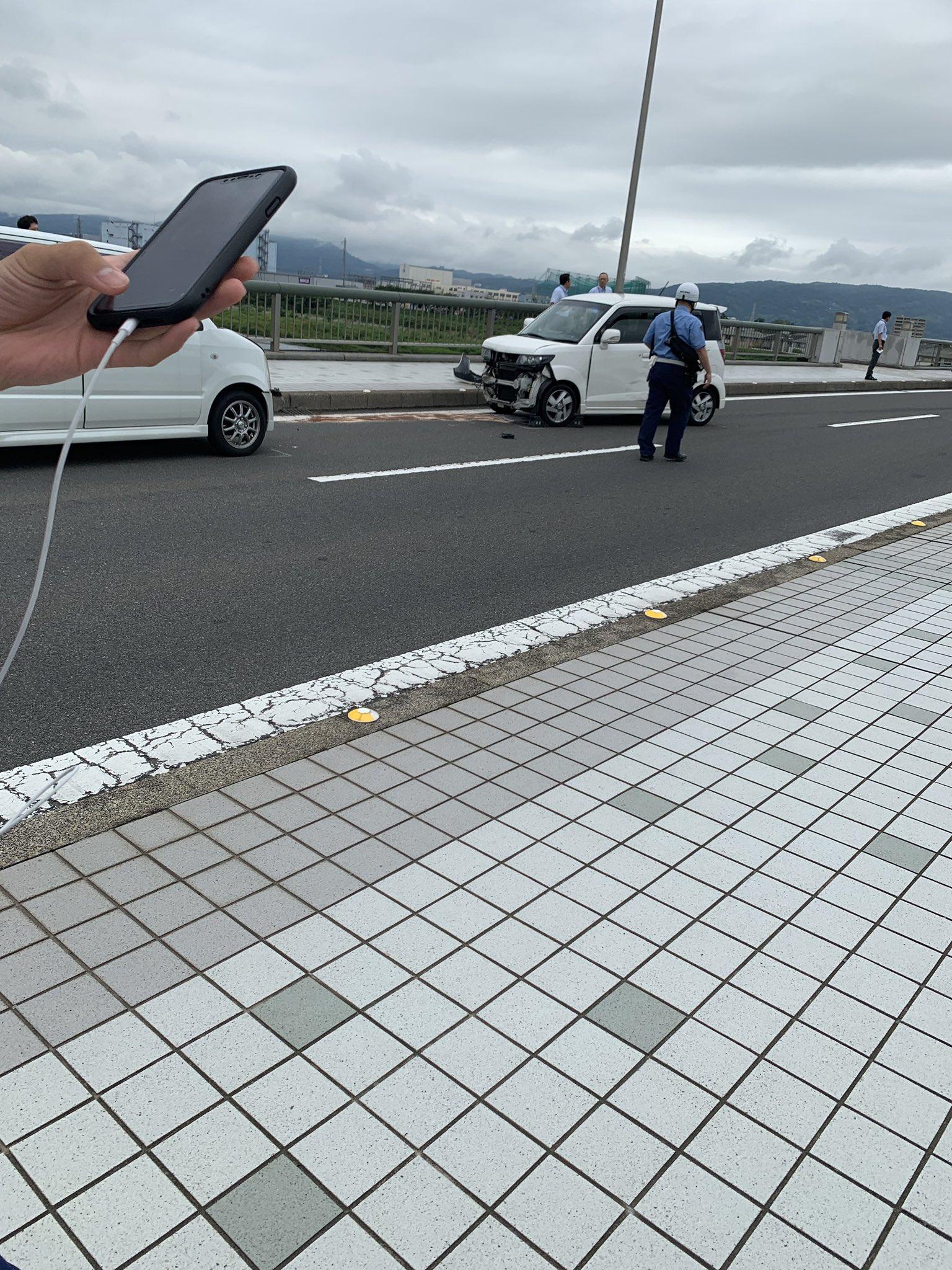 小田原大橋で軽自動車が衝突する事故の現場画像