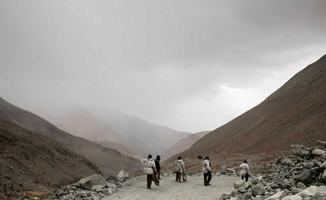 At work building one of the world's highest roads - for Rs 40,000 each https://www.ndtv.com/india-news/at-work-building-one-of-the-worlds-highest-roads-for-rs-40-000-each-2068319…