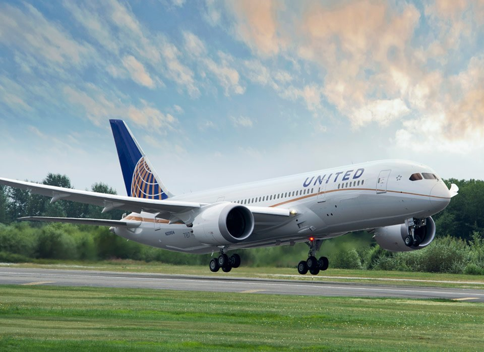 We're excited to announce that @united Airlines will be bringing a Boeing 787-8 for static display on Wednesday, July 24, during #OSH19! In addition, United will also be announcing a new scholarship during the WomenVenture Power Lunch on Wed. Details: http://bit.ly/2LfpcTr