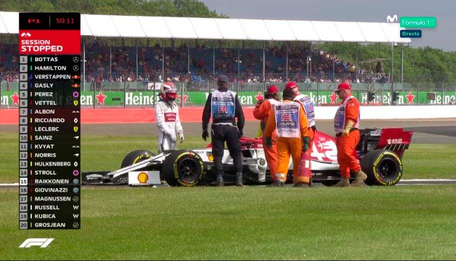 ¡Bandera roja! Problemas en el Alfa Romeo de Räikkönen... Salía humo por la parte trasera del monoplaza... ¿Motor Ferrari 🤔? #F1 #BritishGP https://t.co/7UtmdQPBYl