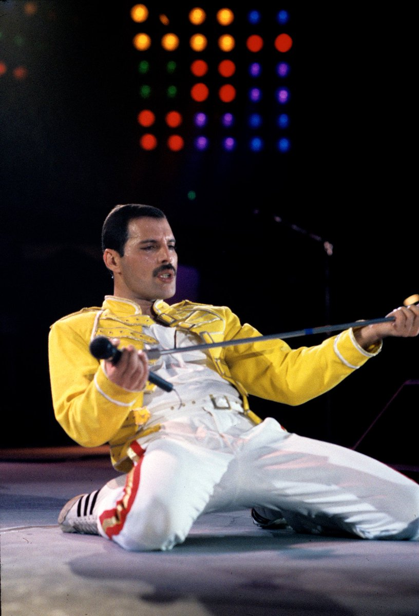 freddie mercury on twitter a great shot of freddie on this day in 1986 when queen performed at wembley stadium for the iconic queen live at wembley https t co jqmgarqqif freddie mercury on twitter a great