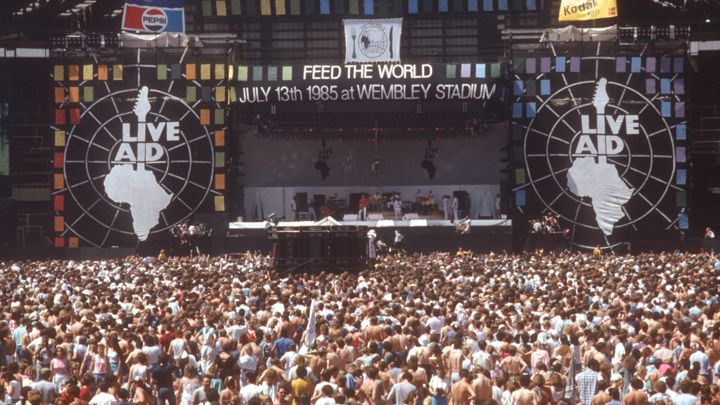 In 1985 on this day, a Live Aid concert raised $127M for famine relief in Africa w/ 75 acts performed by various artists such as Elton John, Santana, Sting, Mick Jagger, etc. Queen stole the show w/ a 20-minute debut as over a billion viewers tuned in globally. Pic:Rolling Stone <br>http://pic.twitter.com/tL21OJs8Wj