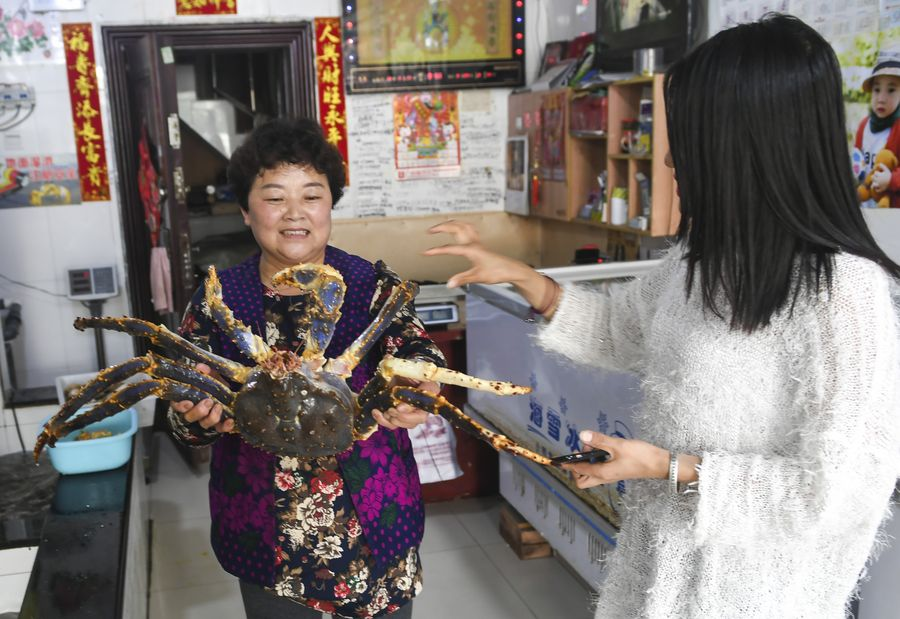 Russian king crabs claw their way into Chinese market.  Click http://xhne.ws/j5MI5 to read this Xinhua Headlines story