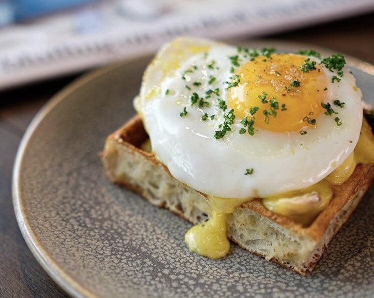 Thinking about the weekend? We serve brunch 10-3.30 every Sunday! On the menu this week, our Arnold Bennett waffle - smoked haddock, hollandaise and fried egg 🍳