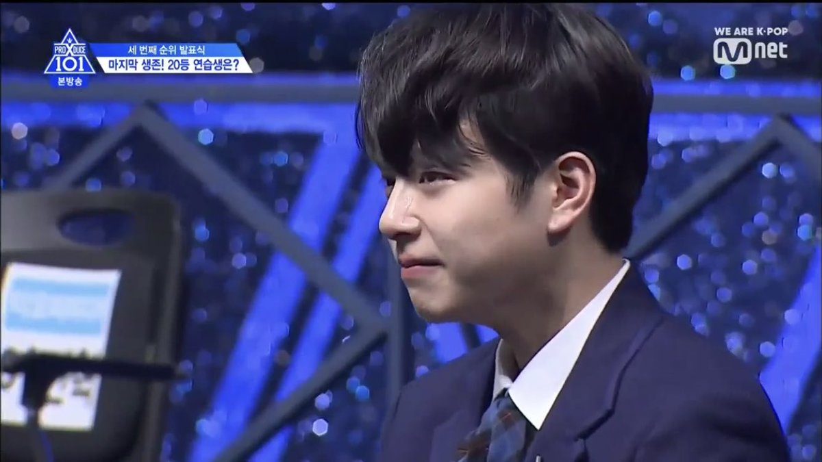 im not making this up jinhyuk looks so mad he looks like he's about to SLAP someone when he found out jinwoo was e worded<br>http://pic.twitter.com/ig02WatZg7
