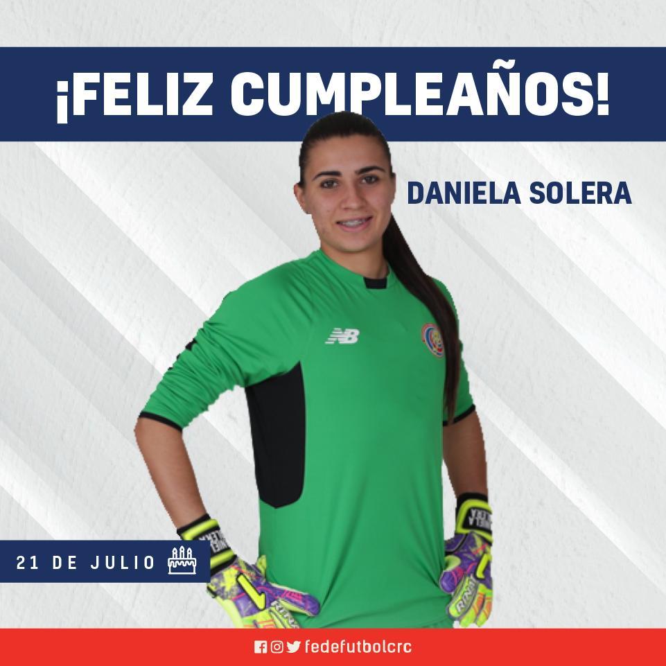 Hoy felicitamos a la jugadora de #LaSeleFemenina por celebrar un año más de vida. 🎉 🎊  ¡Feliz cumpleaños, Daniela Solera! 🎂