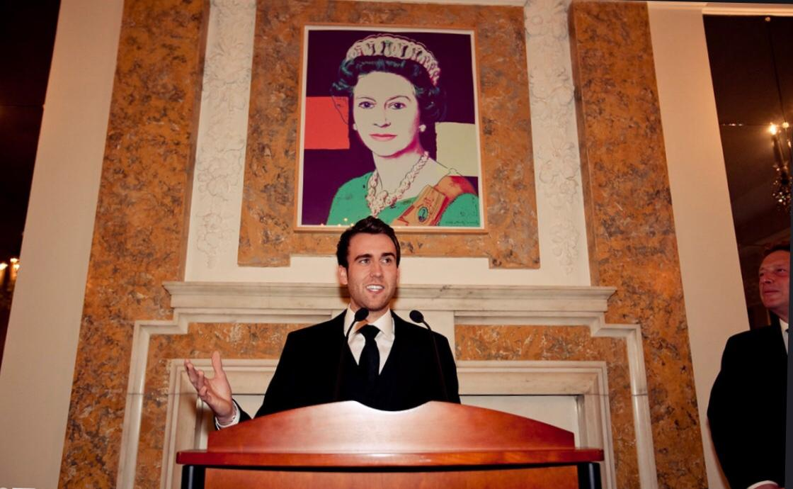 Happy to report that I will be replacing Sir Kim Darroch as UK ambassador to the US. This is me in my new house. Yes, it's an original. Thanks, all. #nicheembassytweet<br>http://pic.twitter.com/J5ImZkIzYF