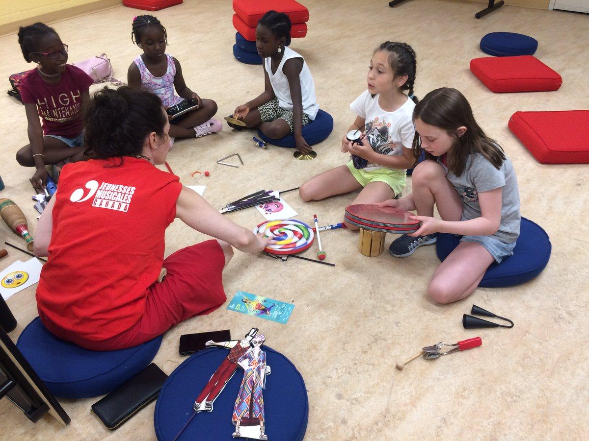 Un #ateliercreatif avec les @jm_canada et le Théâtre La Roulotte cet été! Ça vous dit? 😲 Les enfants pourront #créer des récits à l'aide de #marionnettes et de petits instruments de #musique!  Consultez l'horaire des #ateliers près de chez vous! ➡️ https://t.co/6voJw07net https://t.co/bFxTIdBc3g