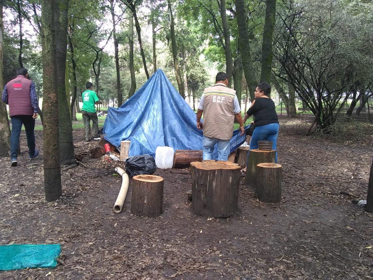 Buena tarde, informamos que el campamento ya fue retirado y no se encontraron personas en el lugar.