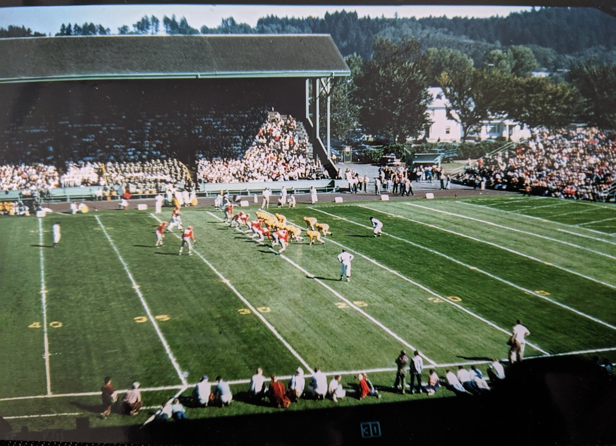 Incredible images of @oregonfootball playing Utah in 1954 at the historic Hayward Field from redditor u/whatthaduck, who says they are prints from color slides. Beautiful color on color matchup. #GoDucks <br>http://pic.twitter.com/L5tPCoSguF