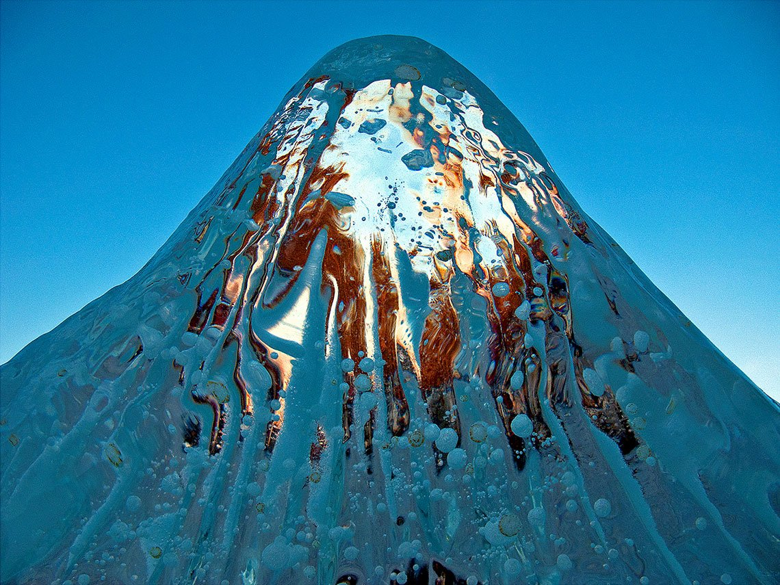 Art from melting art: Photographer Douglas Yates, a @bigpicturecomp Art of Nature Finalist, captured magic in the remnants of an ice sculpture illuminated *just* *so* by the sun: bit.ly/2LCXdMH