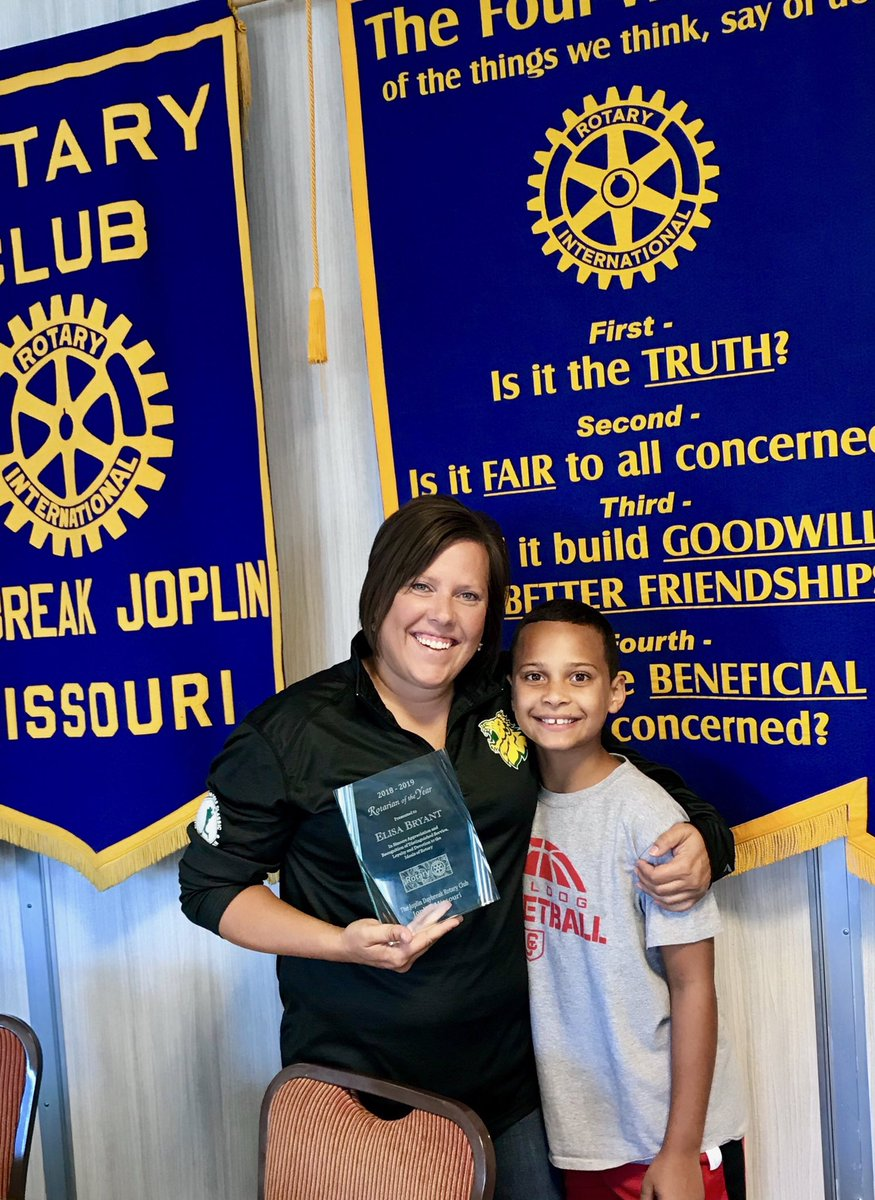 @MSSUAlumFriends is very proud of our own @elisalinnbryant for being named Rotarian of the Year! #mssu <br>http://pic.twitter.com/SgY1hngwNh