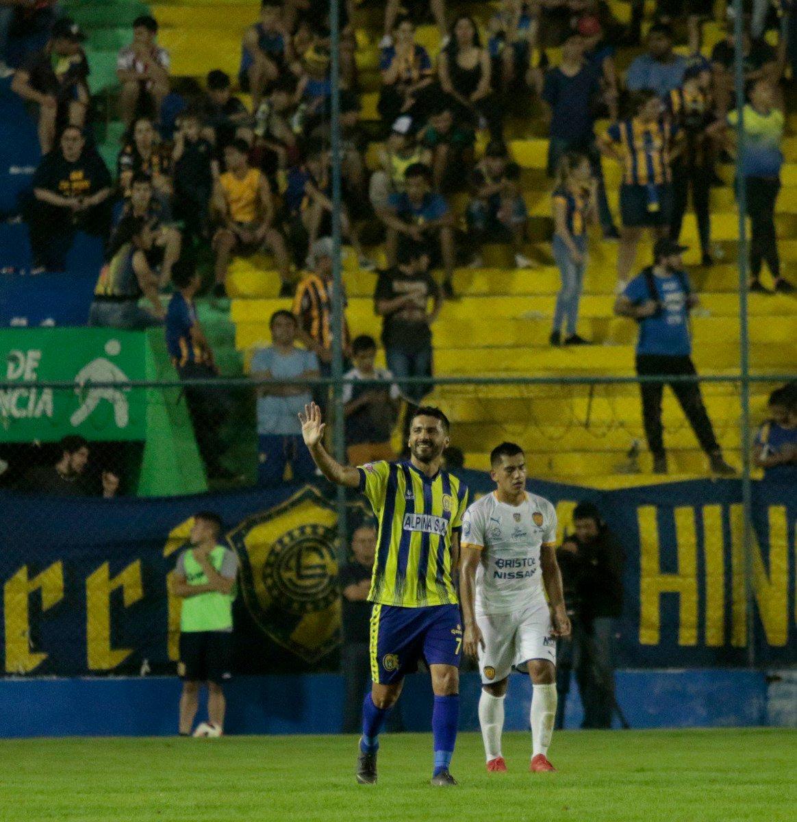 Sasá marcó su gol número 136 en el fútbol paraguayo. Foto: APF.