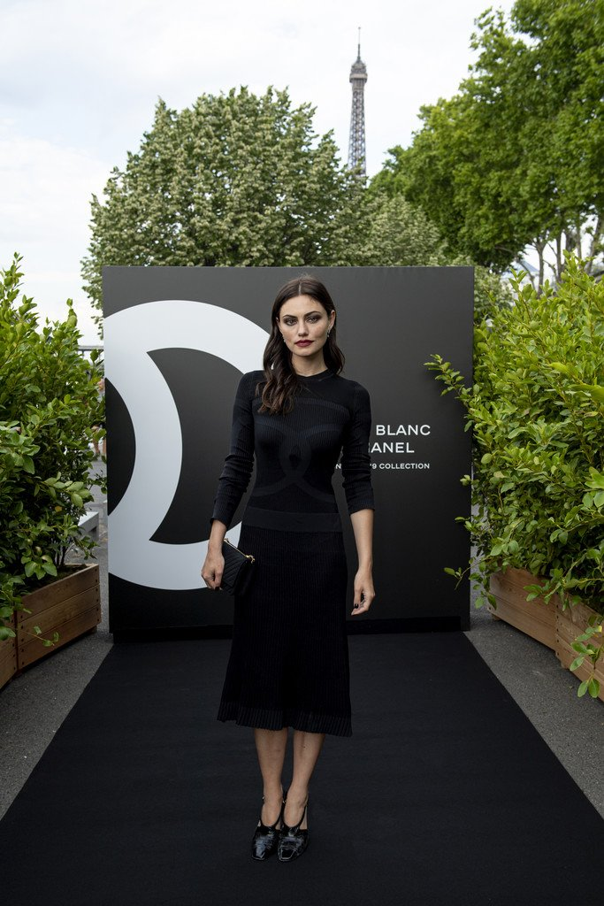 Phoebe Tonkin wore CHANEL Fall black dress accessories Noir