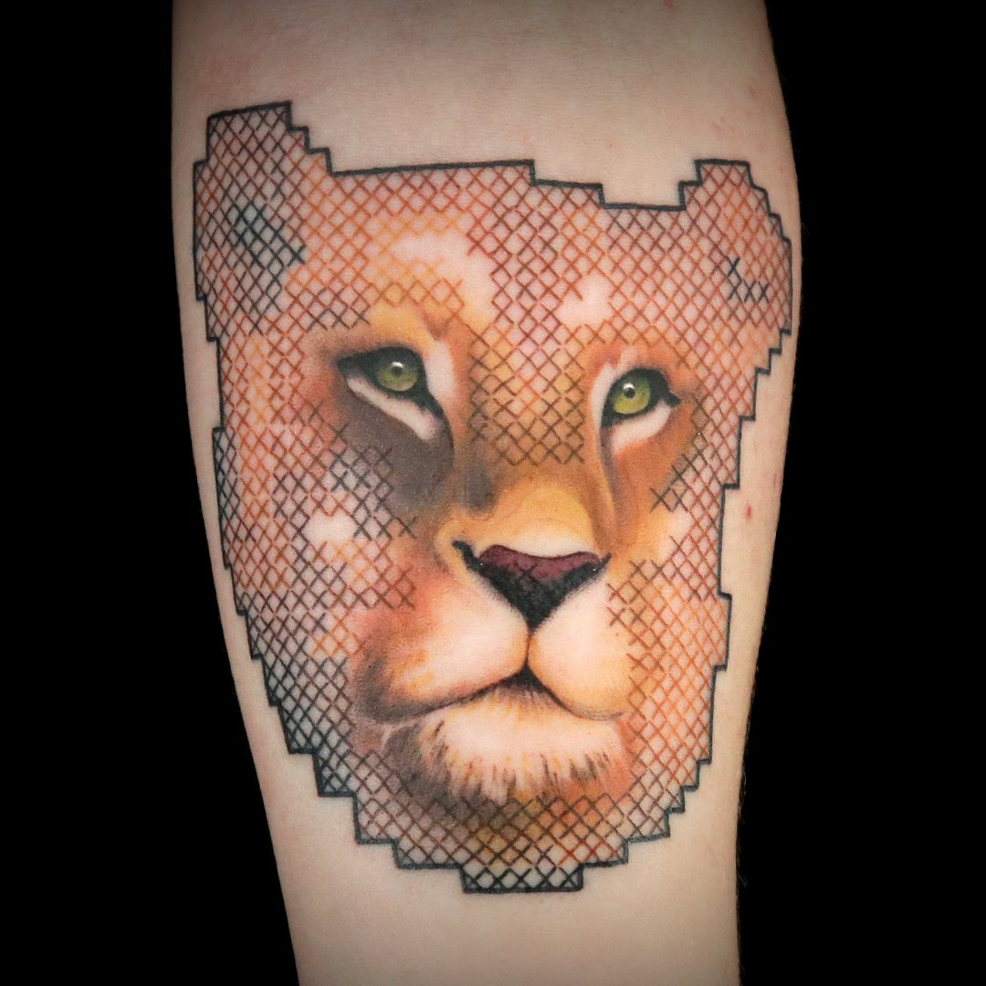 This is the perfect blend between a cross-stitch tattoo and the real image. Great job, @OneEyedMillie! #InkMaster<br>http://pic.twitter.com/YgVoAA12DS