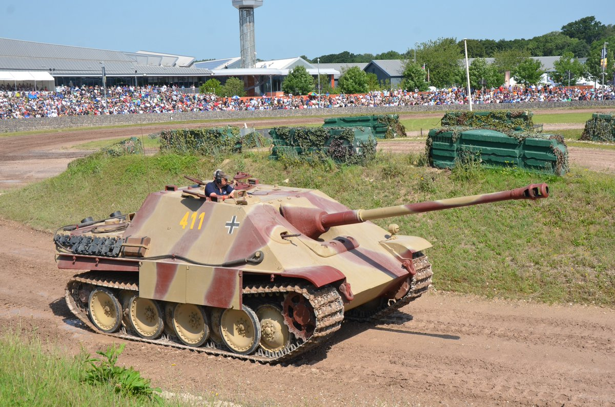 One more from #Tankfest2019 at @TankMuseum the Weald Foundation's impressive, restored Jagdpanther in the arena again this year. #WW2 #tanks #militarymodels #panzers #WW2history <br>http://pic.twitter.com/uAb9VJglSC