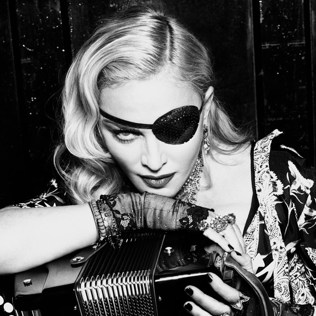 An Apple a day.................... .........❌🍎❌🍎 Even with one eye Madame ❌ can see the charlatans.! #mertalas @AppleMusic #todayatapple #madamex