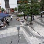 世界よこれが日本だ!疑似膝枕される日本人をじっと見つめる外国人!