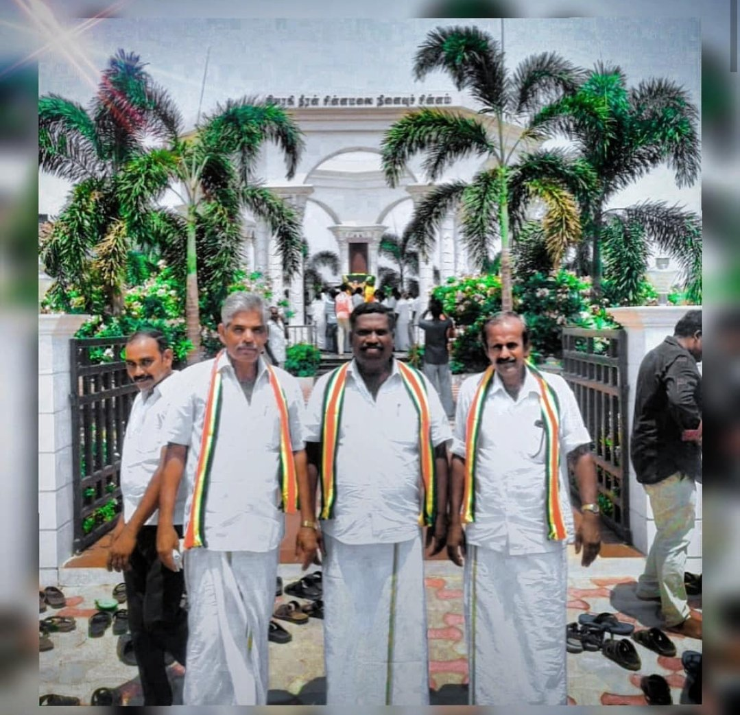 @anbalagan @Karmugi48282087 #kongu @EREswaranKMDK @KONGUESWARAN 🇨🇬😍🤗நேற்று நடைபெற்ற கொங்குநாடு மக்கள் தேசியக் கட்சியின் பொதுக்கூட்டம்  ☺️ A.K.P சின்ராசு அவர்களுக்கு சால்வை போர்த்தி மரியாதை செலுத்திவிட்டு 🇨🇬தீரன் சின்னமலை நினைவிடத்தில் அஞ்சலி செலுத்திவிட்டு 😍