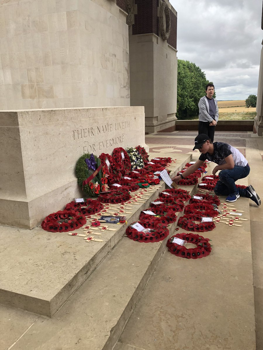 At the Thiepval memorial Ossett did the exhortation and laid a commemorative plaque #wewillrememberthem <br>http://pic.twitter.com/2q86OqOZlS