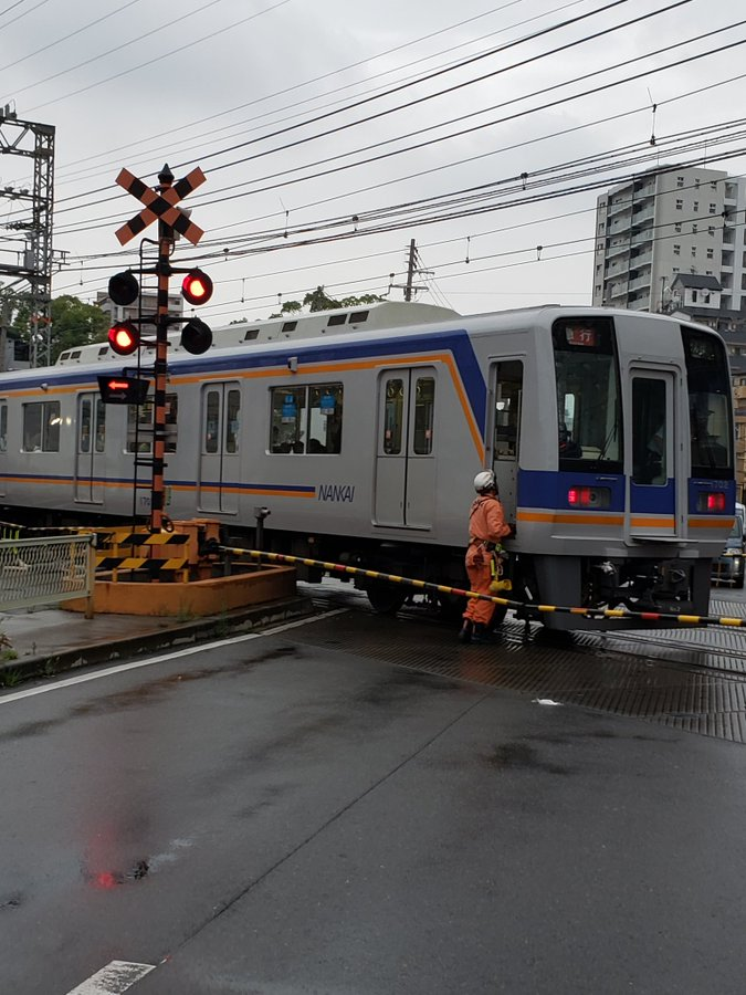 南海高野線の沢ノ町駅付近の踏切の人身事故現場の画像