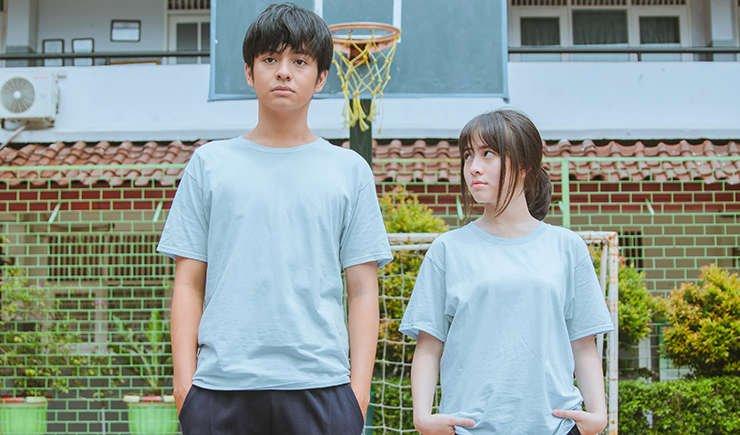 Ini nggak ada yang mau komentar soal semacam kritik ketimpangan gender di Indonesia film #DuaGarisBiru nih???  SPOILER ALERT, maaf gatel, karena kupikir penting buat di-address!  A thread