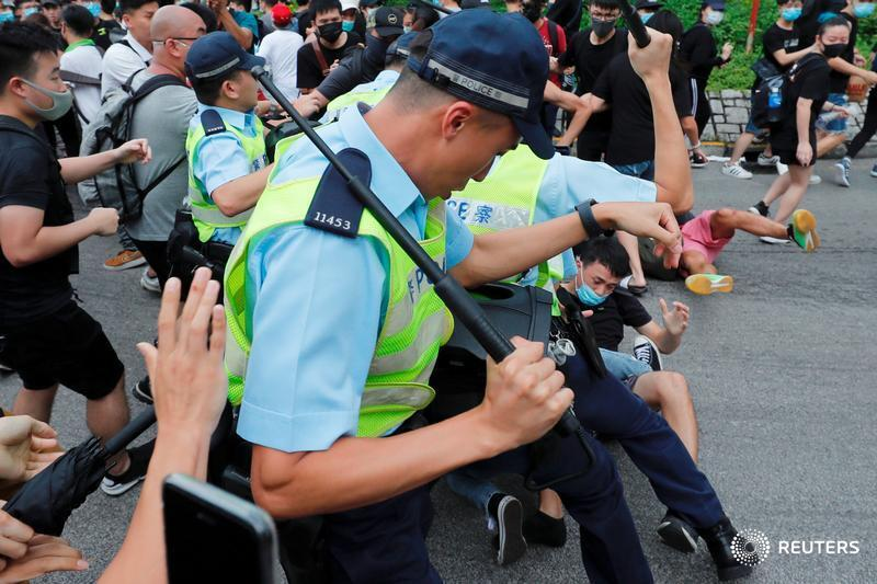 Hong Kong protesters clash with police in a town near the boundary with mainland China where thousands rallied against the presence of Chinese traders, seizing on another grievance following major unrest over an extradition bill https://reut.rs/2jJ49wc by @GregTorode @Vimvam_Tung