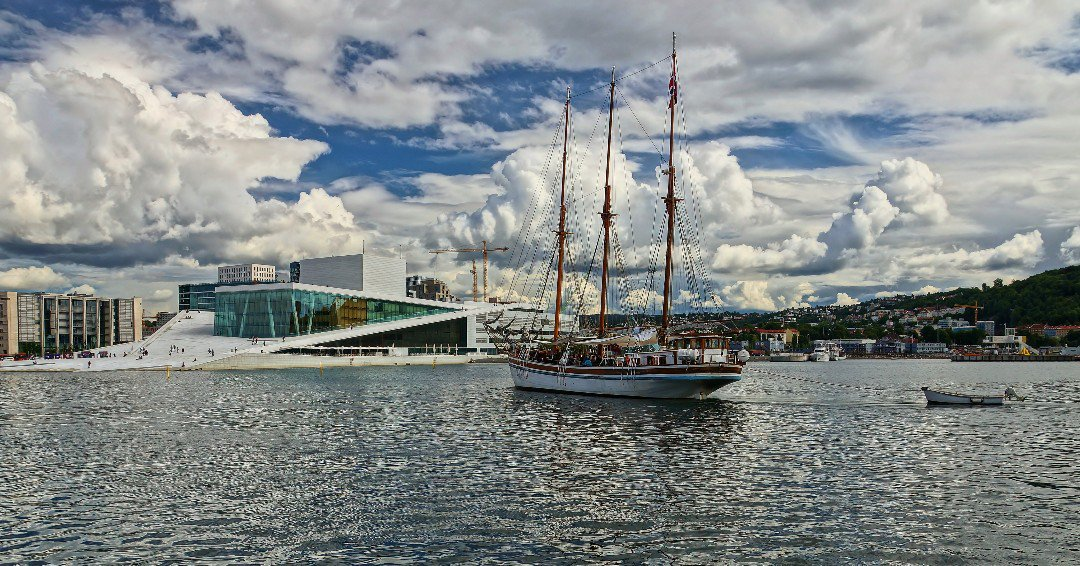 Today was a great day for a #cruise on the #Oslofjord ⛵👍 Did you know @OsloSightseeing have several departures daily from Pier 3 in front of City Hall? A fab way to discover another side of #Oslo! 😊 Photo Roy Nilsen #cruising #travel #sailing @VisitOSLO @Oslokommune