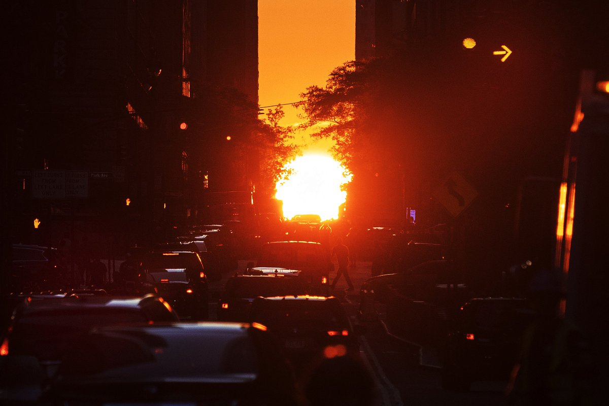Tens of thousands of people gather at city center to observe annual magic #Manhattanhenge -- street-grid-aligned sunset in #NewYorkCity