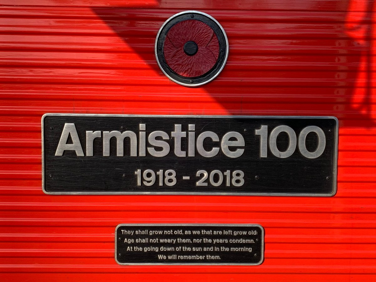 Arriving at @NetworkRailEUS this morning for weekend helping @NHS_HealthEdEng, delighted to meet Veterans heading North on a special train: Armistice 100. #wewillrememberthem @DMS_MilMed @RBL_Campaigns<br>http://pic.twitter.com/i9Pa9octVz