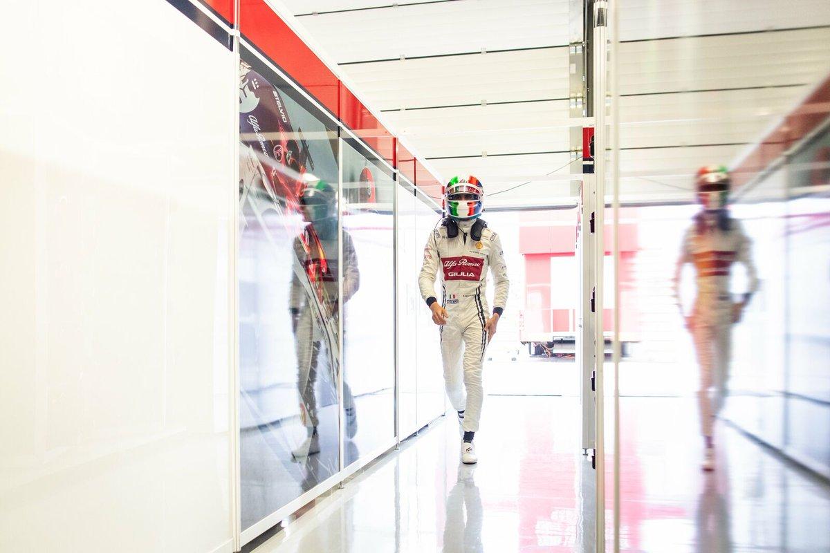Aver mancato il Q3 per un soffio non mi consola. Ma gli obiettivi che non raggiungo oggi mi danno l'energia per raggiungere quelli di domani 🤛🔥🤜 Sarà P11, ed io non vedo l'ora . Q3 missed by a whisker, I can't wait for the race to begin! #BritishGP #F1 #AlfaRomeoRacing #AG99🐝