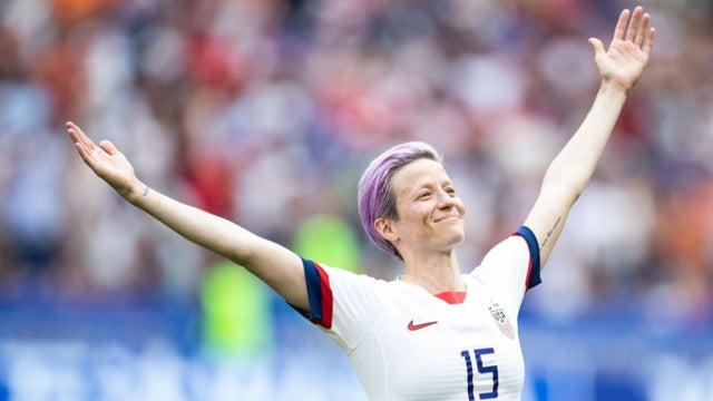 Philadelphia mayor posts photo of Rapinoe atop City Hall: 'Equal pay now!' hill.cm/uKqDXHe