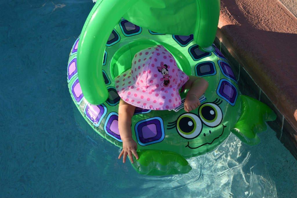 Estos seis objetos van a hacerte mucho más fáciles las tardes en la piscina con tu bebé. ¡Echales un vistazo! 💦👶 http://to.philips/6013EsCDh vía @PhilipsAvent_es