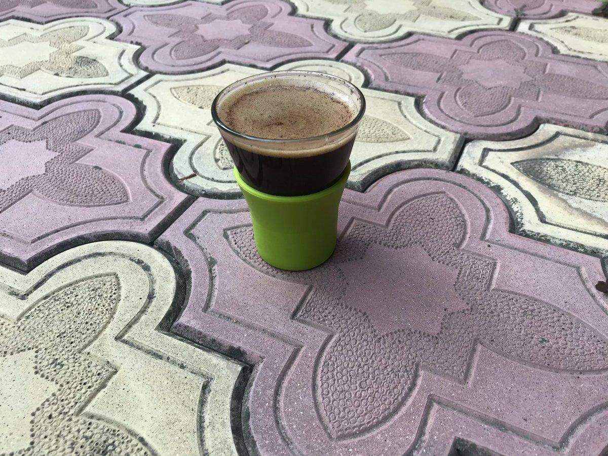 Необычный стаканчик для кофе. Довольно удобный.