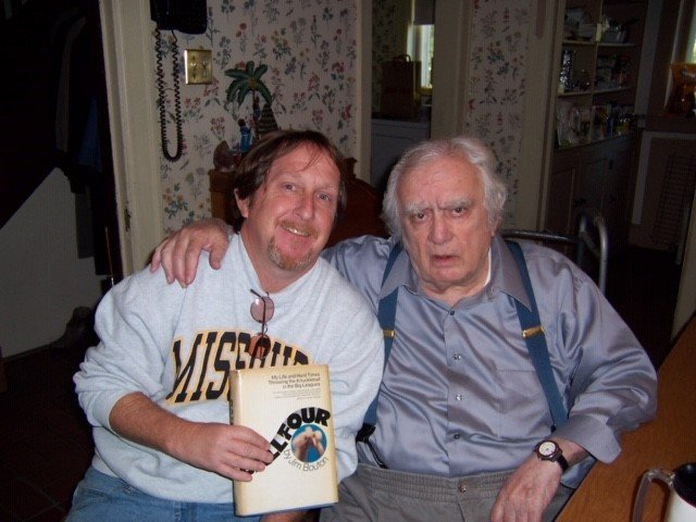 """Legendary Tribune baseball writer Jerome Holtzman once invited Paul Sullivan to pick any book from his home library.Sullivan picked """"Ball Four.""""Holtzman was appalled.https://bit.ly/2LjnW1y via @PWSullivan"""