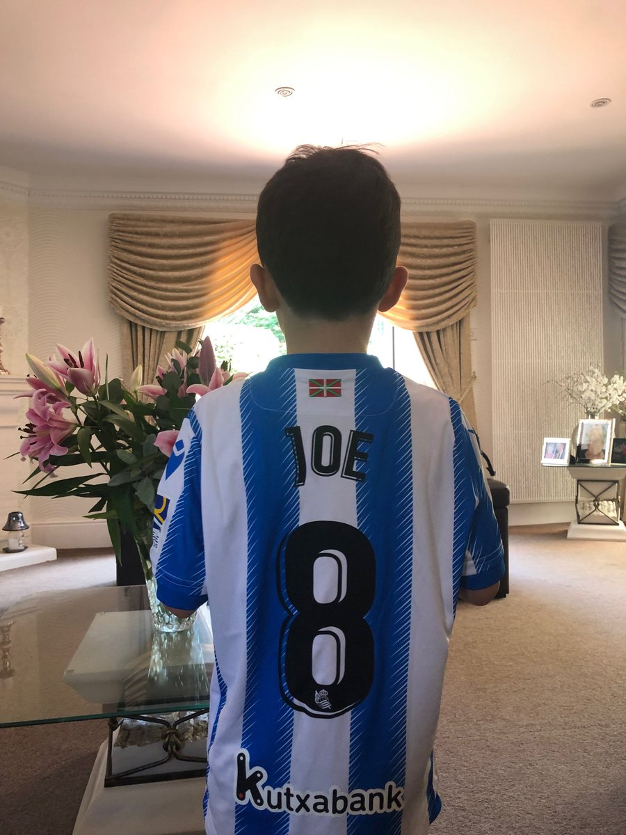 ⁦@RealSociedad⁩ my youngest grandson with his new Real Sociadad kit👍👍Upa la real https://t.co/J2Oze2fcrF