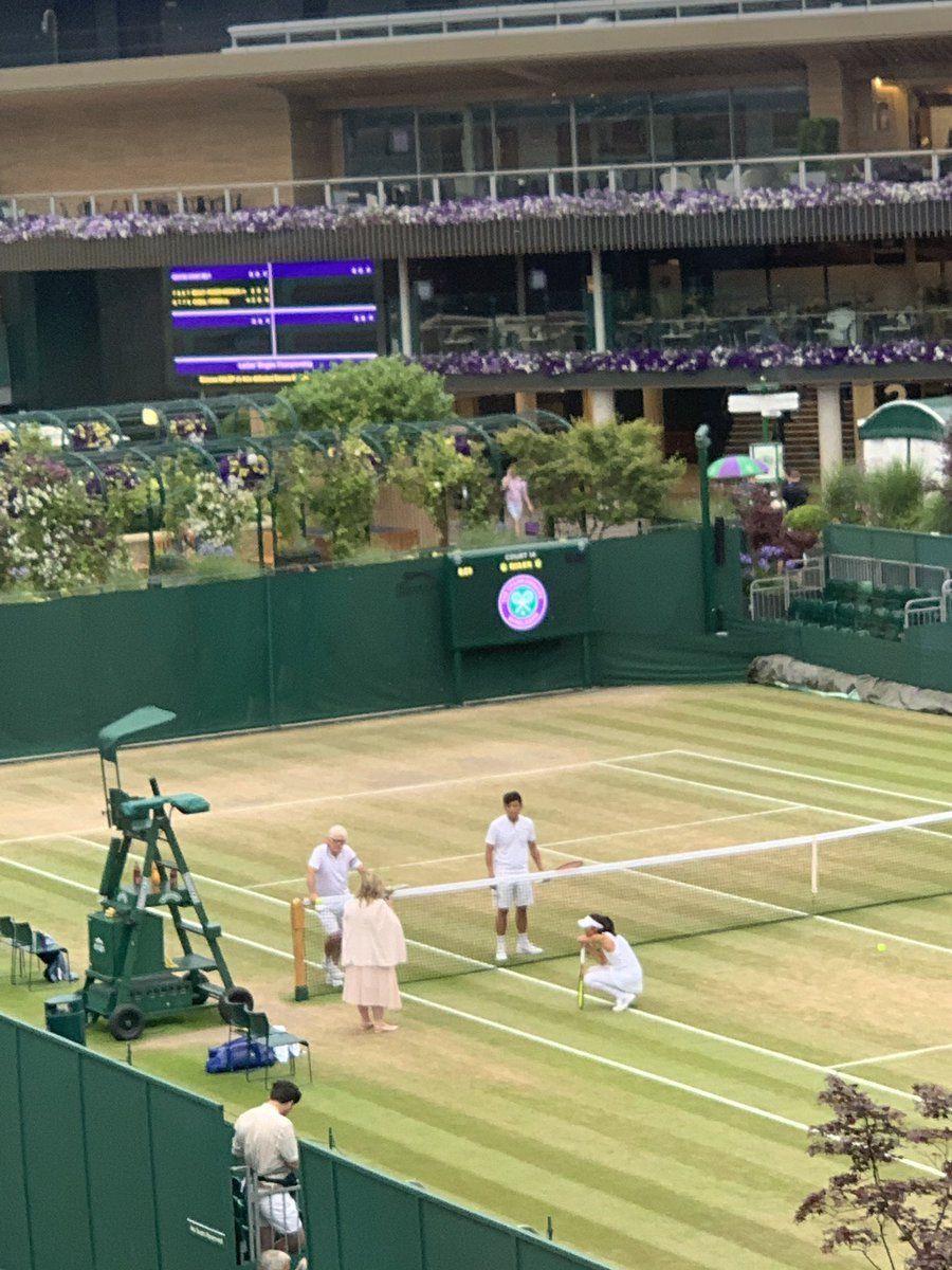 Su-Wei Hsieh, waiting for the ladies doubles final, just sank to her knees when told the men's doubles final has gone to a 5th set #Wimbledon