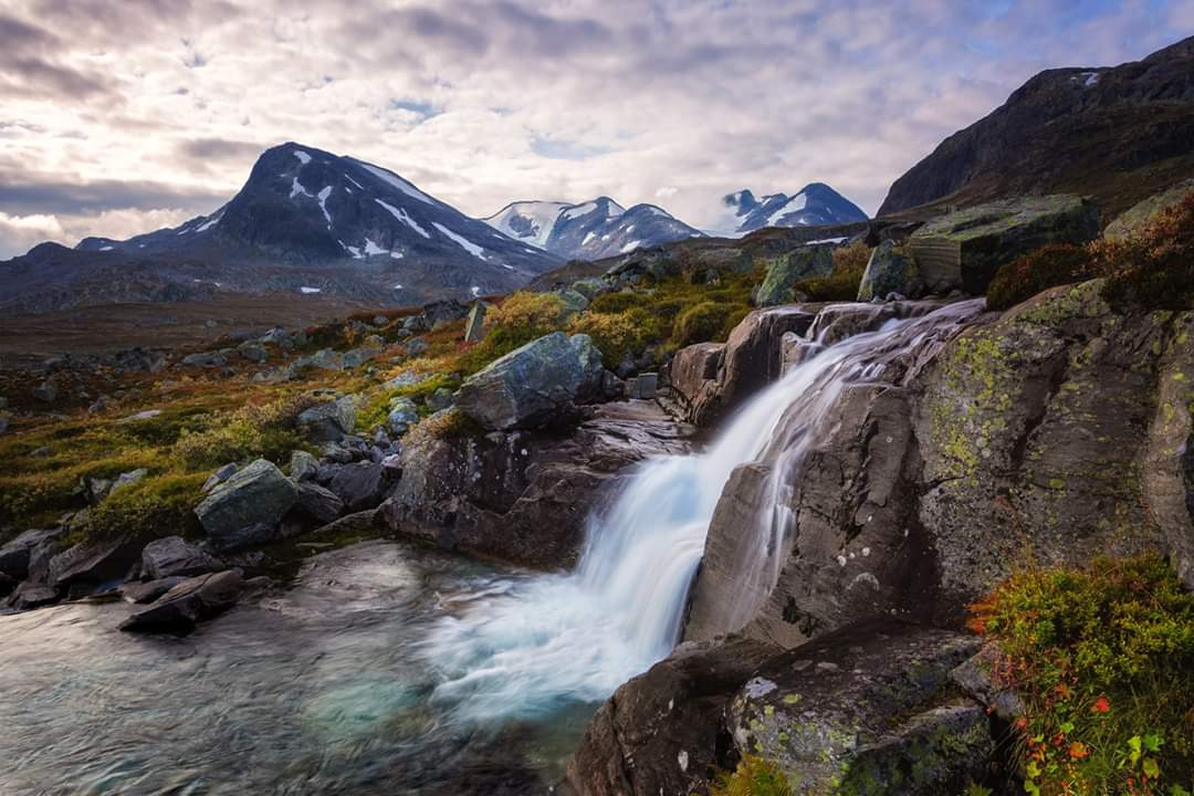 Beautiful 😍 Summer in Jotunheimen. By R E Photography #Norway #mountains #hiking #waterfall @turistforening