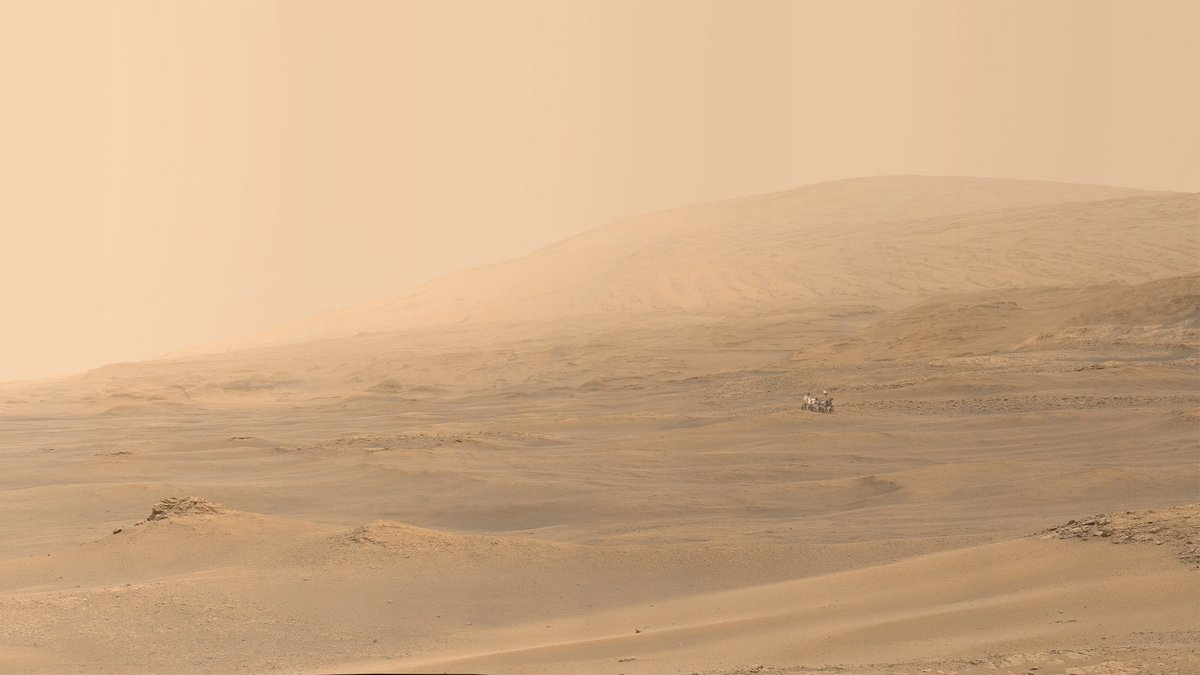 HMS Curiosity sails on a sea of clay, Gale crater, Mars.