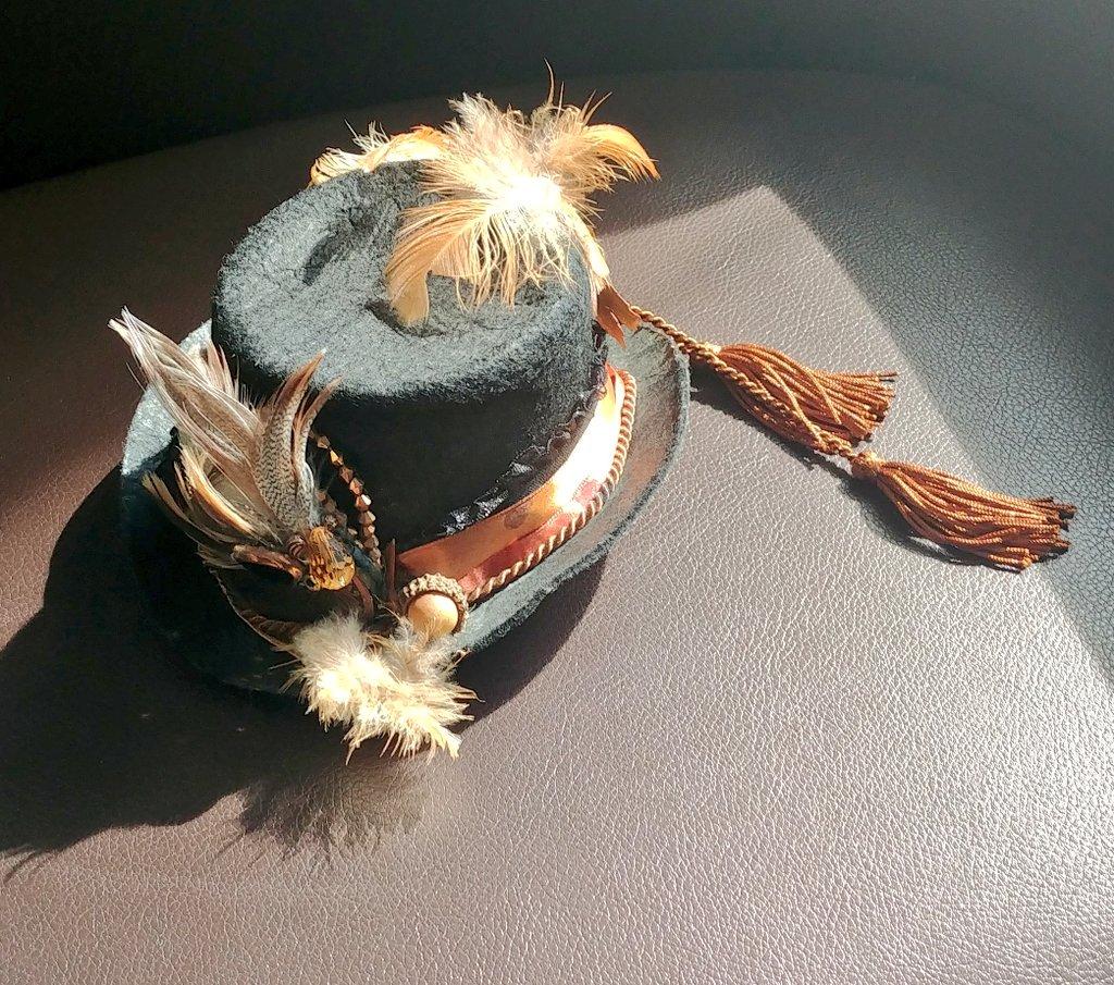 I do like my #Skylark inspired #steampunk #tinytophat.