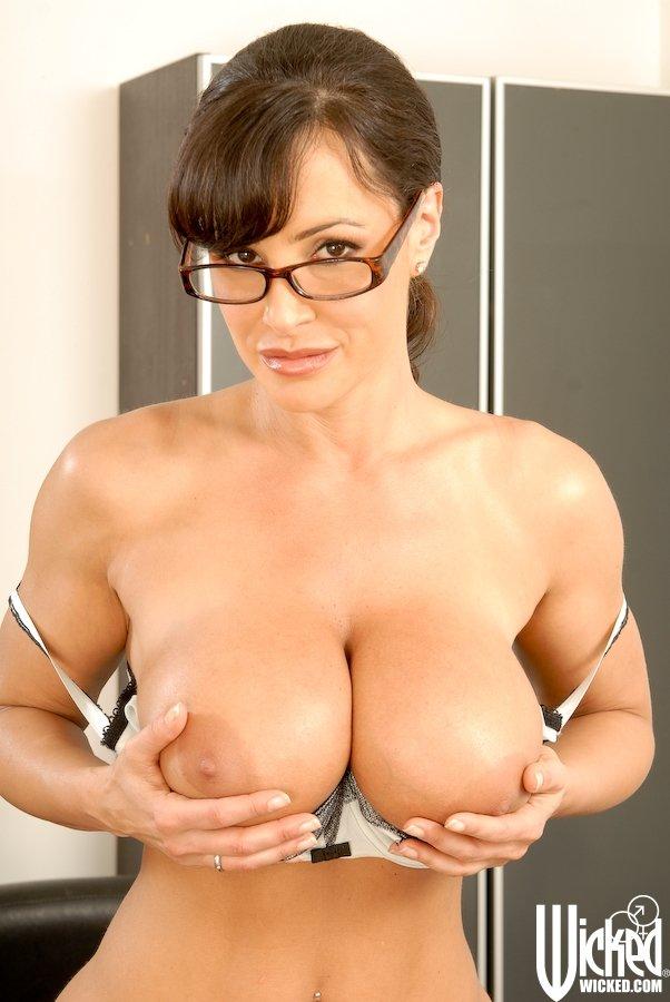 тех пор лиза энн в очках немного