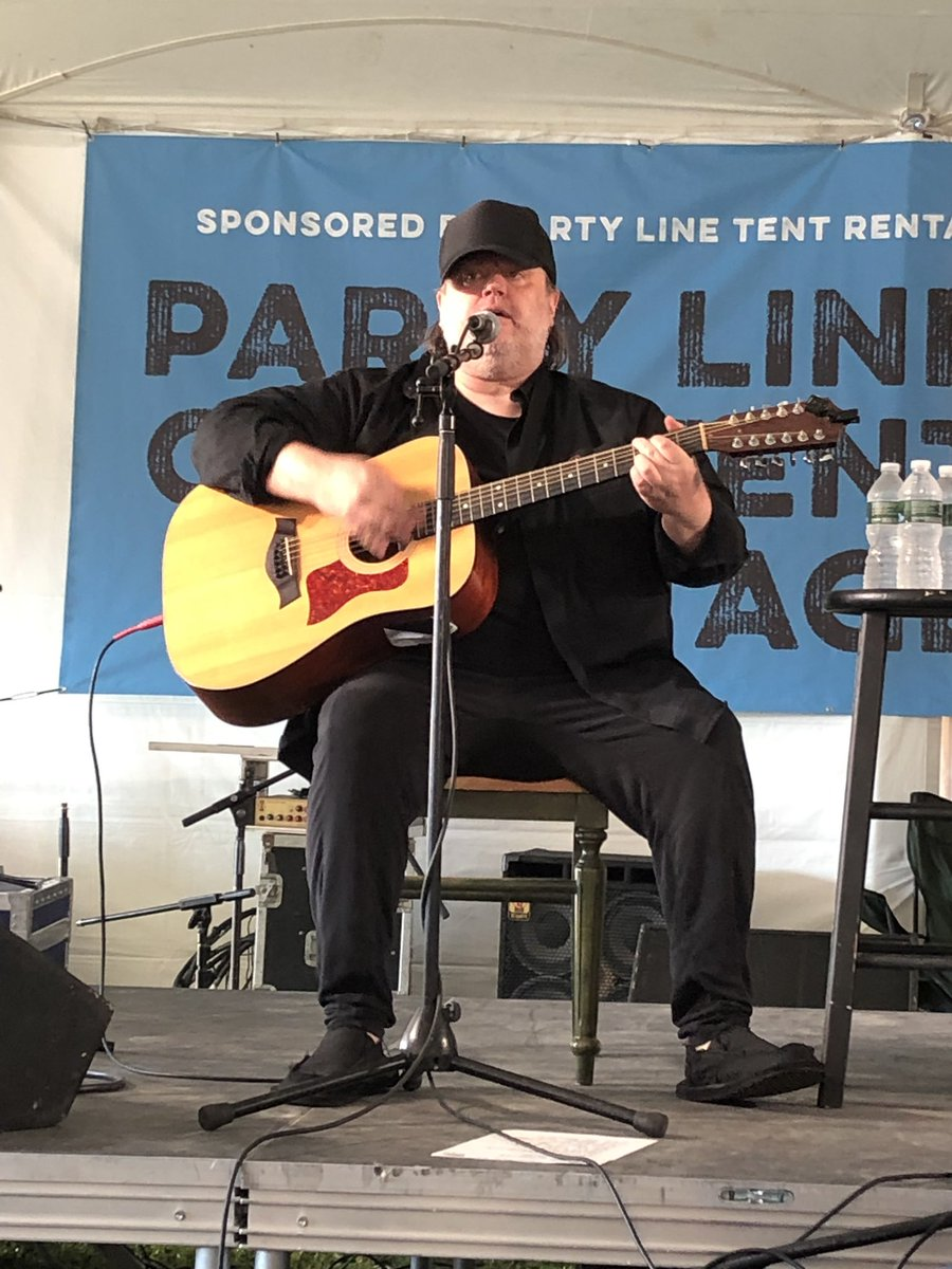 Just saw the legend himself @iammatthewsweet do an acoustic set @PvilleMusicFest. His voice is as great as ever. Thank you Matthew for so many years of beautiful music.