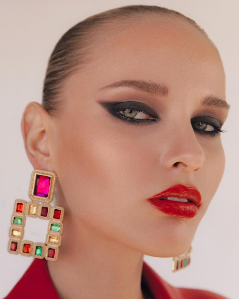 b1a3fb1dd93 #regram makeup by jennakristina on @arina_lush 💋 by @eliastahan style  @jacfleurant hair