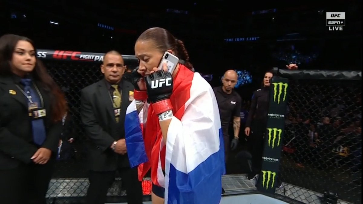 Cyborg: De Randamie wanna fight?  Germaine: New number who dis?! #UFCSacramento<br>http://pic.twitter.com/vQTJMka5hm