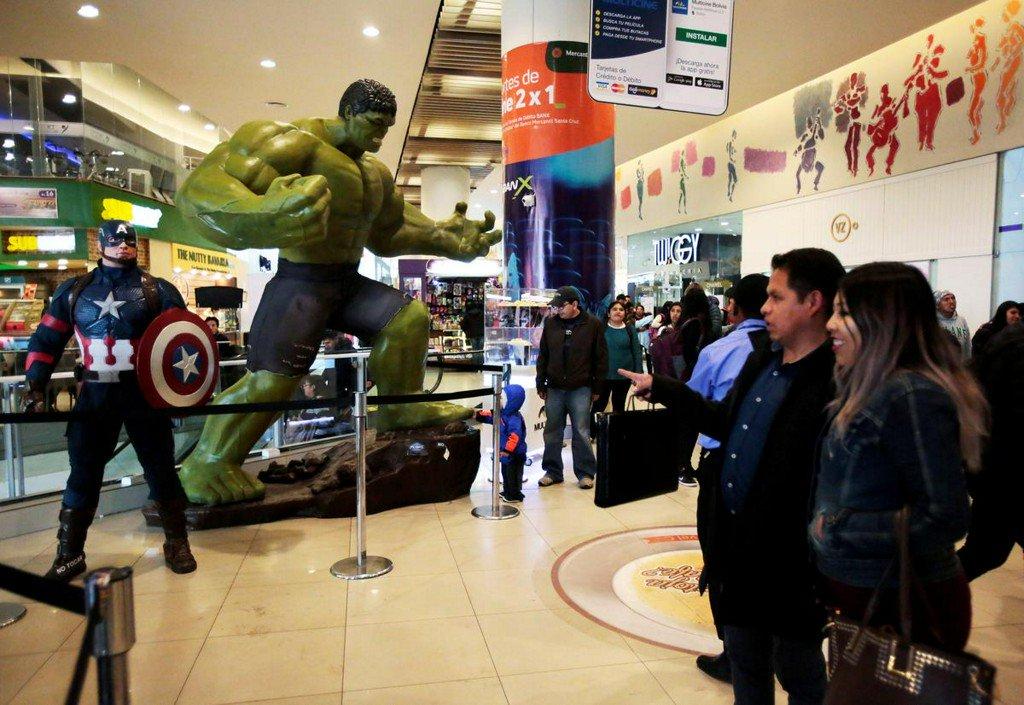 Marvel's 'Avengers: Endgame' to set all-time box office record https://www.reuters.com/article/us-film-avengers-idUSKCN1UG03N?utm_campaign=trueAnthem%3A+Trending+Content&utm_content=5d341ce1eb25fa0001be9271&utm_medium=trueAnthem&utm_source=twitter…