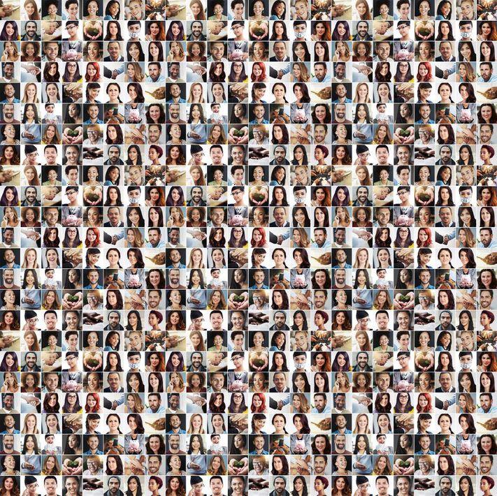 بحسب شروط الاستخدام.. هل تعلمون أن الشركة المطورة لـ #FaceAap أصبح الآن لديها إمكانية لاستخدام أكثر من 150 مليون صورة مرفوعة على التطبيق؟ مثلاً قد ينتهي بك الأمر على لوحة إعلانية في مكان ما في #موسكو دون الرجوع إليك، ولكن على الأرجح أنه سوف يستخدم وجهك بتدريب على بعض الخوارزميات.