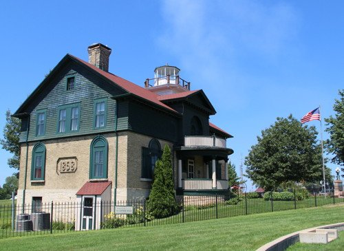 Next Saturday the Old #MichiganCity #lighthouse in Indiana will unveil a new portrait of longtime keeper Harriet Colfax and also honor the memory of the 1915 sinking of a holiday excursion ship bound for Michigan City. https://www.nwitimes.com/entertainment/old-lighthouse-museum-to-honor-victims-of-s-s-eastland/article_9b9380f0-3a42-5a22-8cca-949ce89c209d.html…