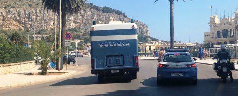 Rubano zaini ai turisti stranieri sulla scogliera di Capo Gallo, bloccati dalla polizia - https://t.co/zUOH9qnnxl #blogsicilianotizie