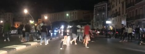 Maxi rissa alla Cala a Palermo, in mezzo alla carreggiata volano calci e pugni (VIDEO) - https://t.co/1h58evWgDa #blogsicilianotizie