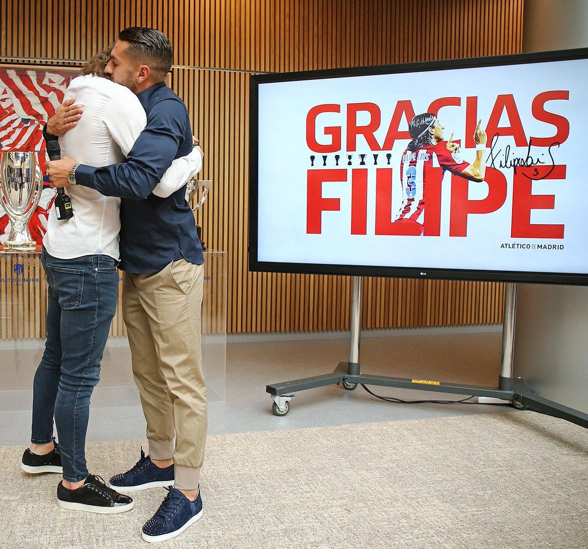 Koke se abraza a Filipe Luis (Foto: ATM).